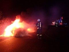 Požár osobního automobilu. Ilustrační foto.