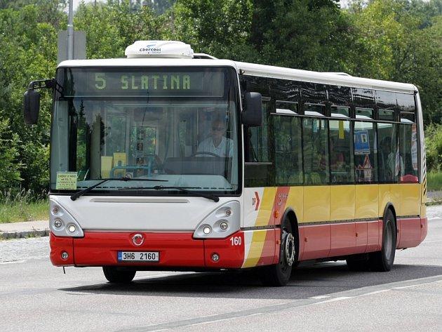 Autobus královéhradecké MHD. Ilustrační fotografie.
