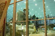 Z cest Kateřiny Slovákové po Dubaji: lyžařská sjezdovka v obchodním domě Dubai ski.