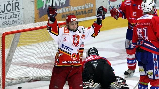 Kapitán Roubík oslavuje svůj gól