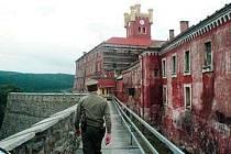 Budova vězeňského zařízení v Mírově.
