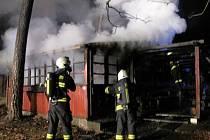 Požár chaty ve Svinarech
