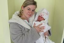 TEREZA KUBIŠTOVÁ poprvé spatřila světlo světa 3. dubna ve 14.07 hodin. Měřila 49 cm a vážila 3340 g. Svým příchodem na svět potěšila své rodiče Martina a Šárku Kubištovy z Libně u Nového Bydžova.