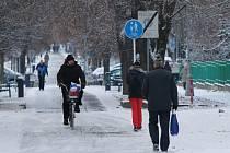 Sníh v ulicích: Radost pro děti, komplikace v dopravě i úklidu