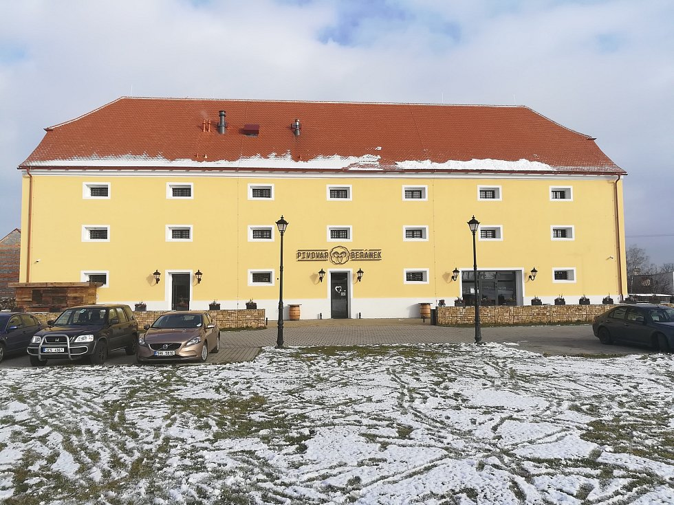 Od roku 2018 funguje ve Stěžerách nový pivovar Beránek.
