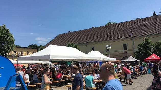 Pivní rozjímání v Gayerových kasárnách v Hradci Králové.