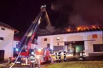Požár hospodářské budovy v Dobřenicích.