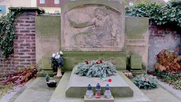 Pomník Bohumila Kubišty v hradeckých Kuklenách.