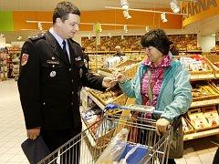Prevence před krádežemi v obchodních centrech v předvánočním období.