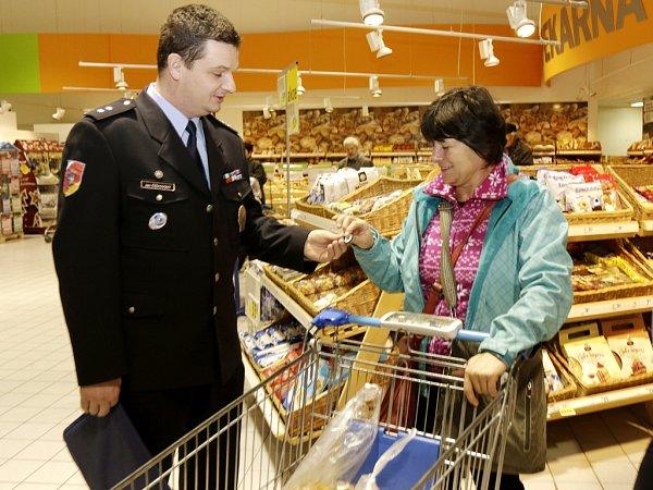 Prevence před krádežemi vobchodních centrech vpředvánočním období.