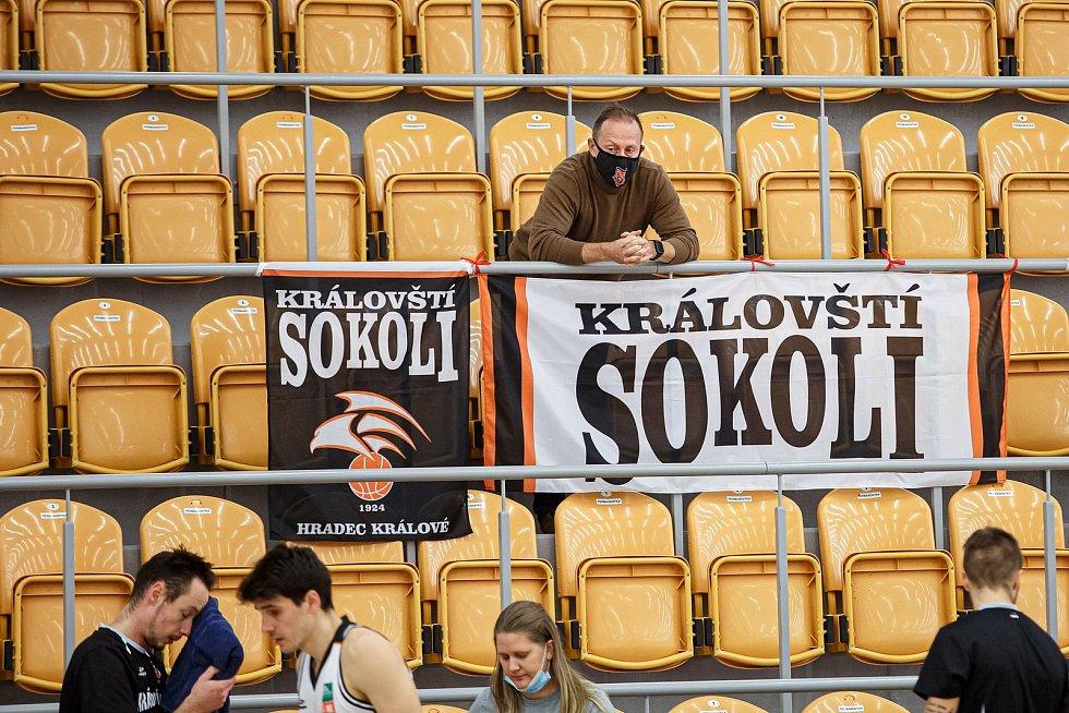 Kooperativa NBL: Královští sokoli Hradec Králové - BK JIP Pardubice.