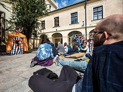 Festival Divadlo evropských regionů v Hradci Králové a Open air program v ulicích města.