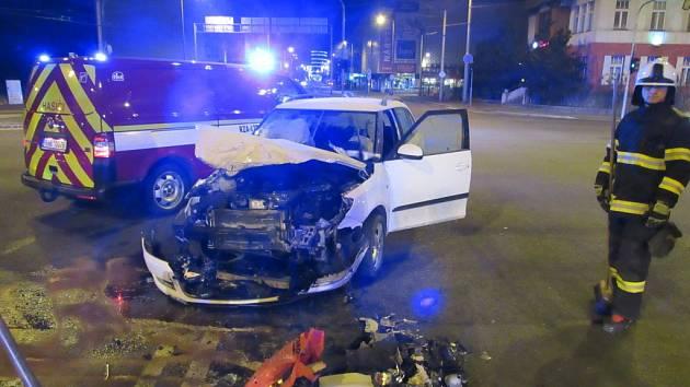 Dopravní nehoda osobního vozidla a dodávky na hradecké Gočárově třídě.