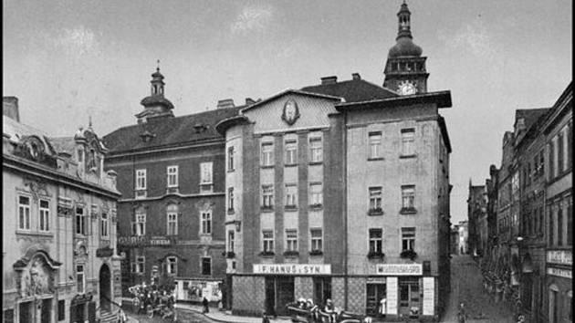 Jak jsme žili v Československu: historická proměna Hradce Králové.