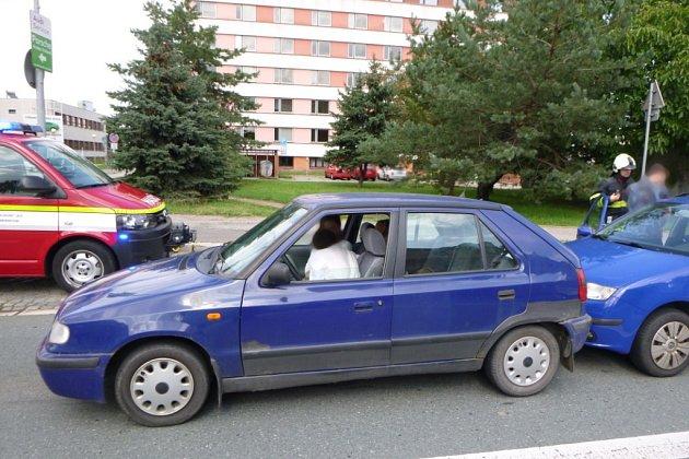 Dopravní nehoda tří vozidel vhradecké ulici A. Dvořáka.