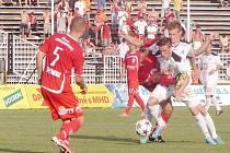 Fotbalová národní liga: FC Hradec Králové - FK Pardubice.