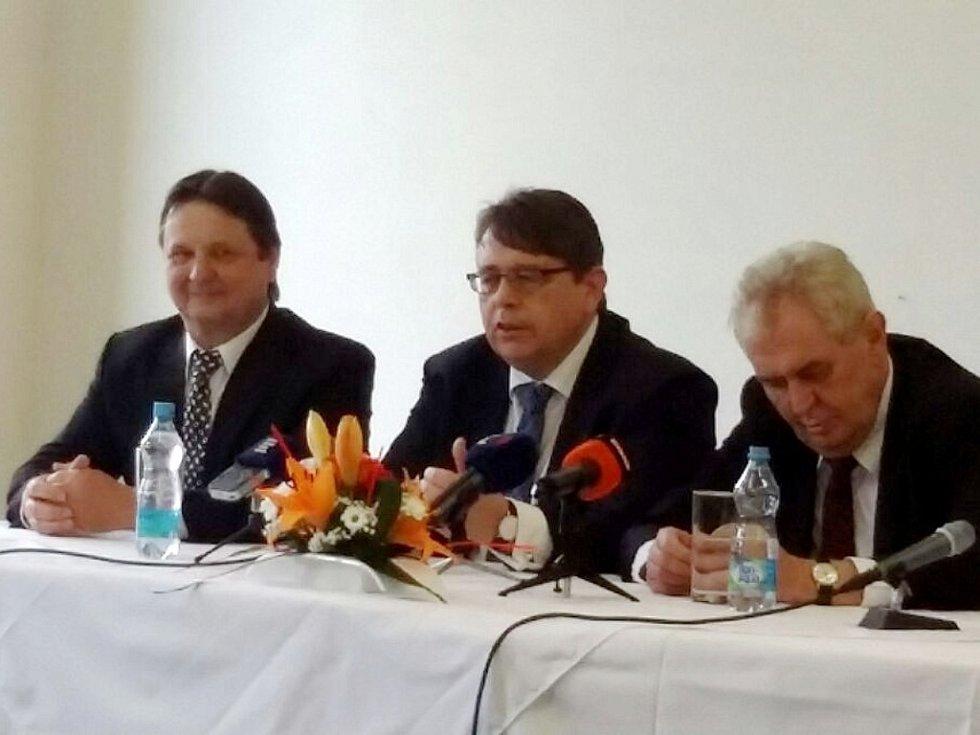 Prezident Miloš Zeman v Třebechovické slévárně a strojírně.
