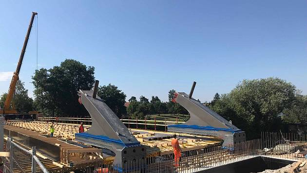 Most za 65 milionů korun bez DPH nahradí most plukovníka Šrámka, který byl definitivně odstraněný letos v červnu.