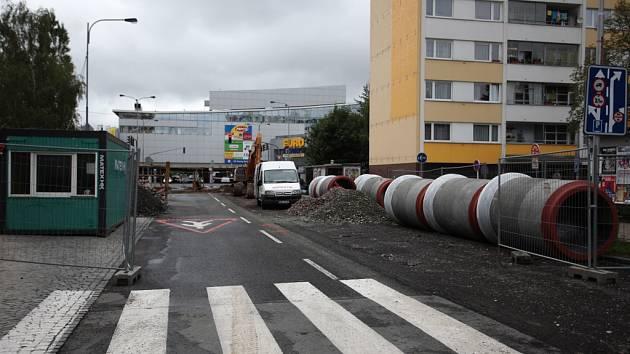Uzavírka poblíž EuroCentera na Slzeském Předměstí v Hradci Králové.