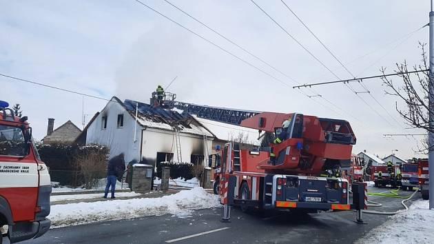 Požár dům v Malšovicích zničil.