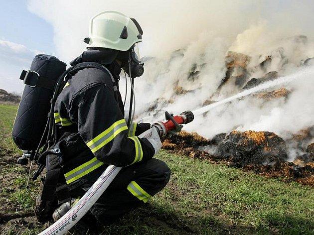 Hasiči likvidovali 6. března požár stohu ve Slatině v Hradci Králové.