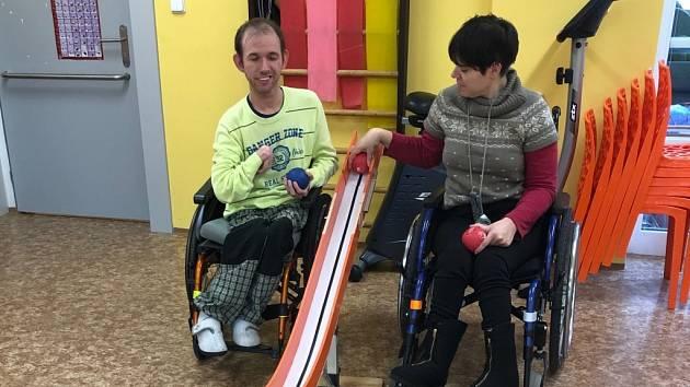 Spolek Daneta dopřeje postiženým nové sportovní vybavení.