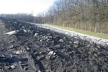 Na skládce nebezpečných odpadů v Lodíně používala firma nelegálně výrobky z odpadů. Porušila zákon a dostala pokutu 3,5 milionu korun. Foto: ČIŽP