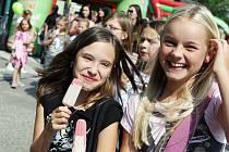 "Akce ""Hurá, hurá, v Hradci začíná škola!"" na Baťkově náměstí v krajské metropoli."
