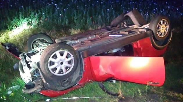 Havárie osobního automobilu ve Stěžerách.