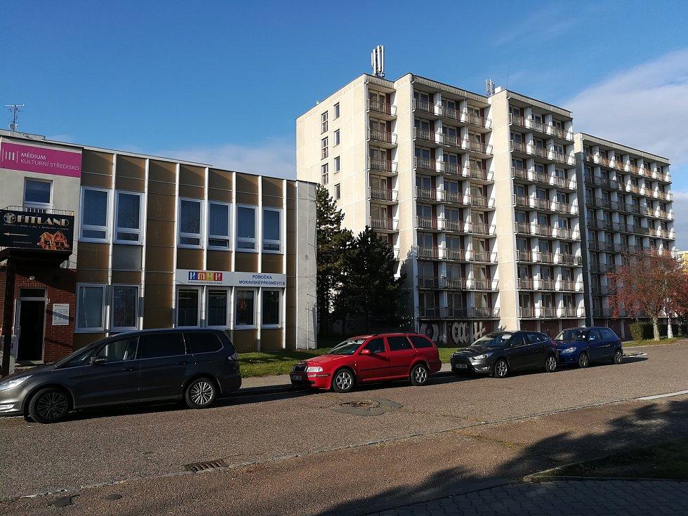 Bývalá ubytovna Fakultní nemocnice Hradec králové v ulici Jana Masaryka.