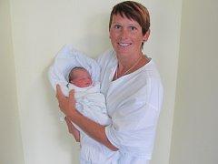 LUCIE ENOCHOVÁ se narodila 14. září v 5.18 hodin. Měřila 47 cm a vážila 2680 g. Potěšila rodiče Martinu a Petra Enochovy z Hradce Králové. Doma se těší sestřičky šestiletá Natálka a tříletá Julinka.