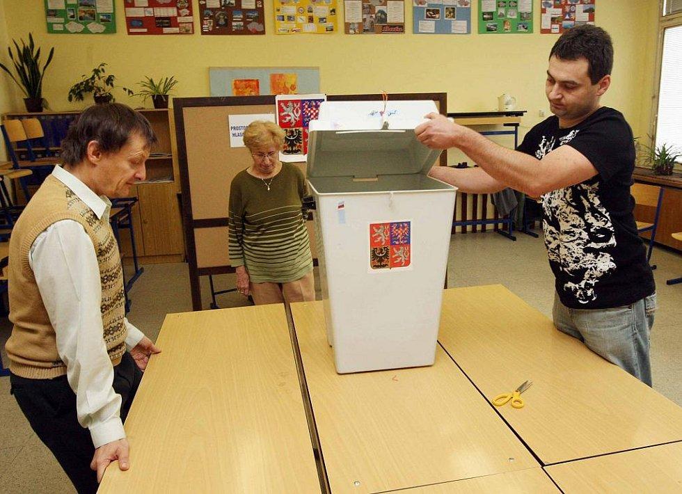 SČÍTÁNÍ VOLEB v Hradci Králové v Základní škole Mandysova