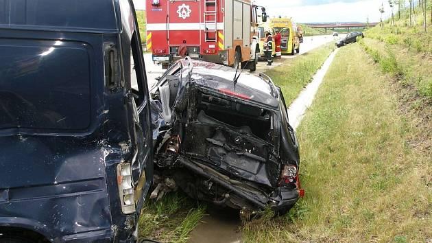 Nehoda na 68. kilometru dálnice D11 ve směru z Hradce Králové na Prahu v pátek 29. května.