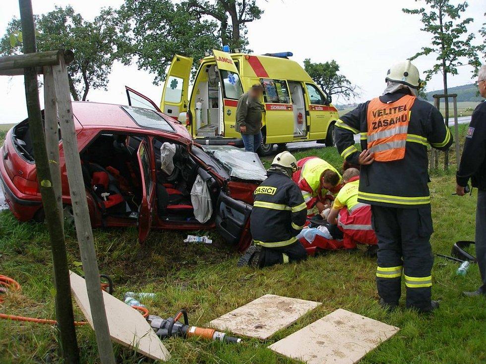 Nehoda mezi Novým Bydžovem a Prasekem v sobotu 30. května.