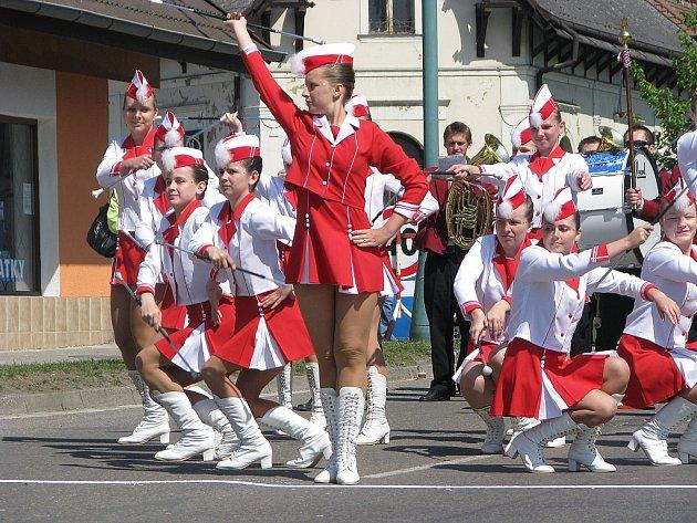 Mažoretky se v Chlumci představily při oblastním kole národního šampionátu.