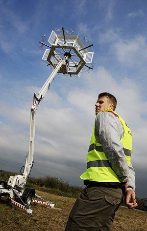 Pasivní radar Tichý strážce na letišti vHradci Králové.
