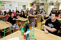 """Již patnáctý ročník  preventivního přednáškového projektu """"Týden proti drogám"""" začal 30. května v základní škole na Jiráskově náměstí."""