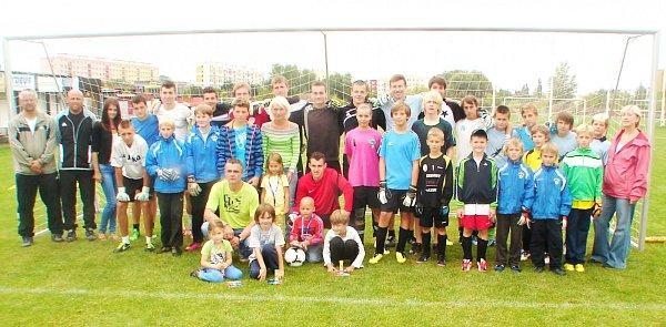 Společná fotografie účastníků Brankářské fotbalové školy Vojtěcha Marečka.