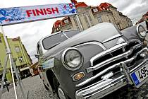 Automobilové supersporty s elektrickým pohonem až z estonského Tallinnu přijely na Masarykovo náměstí v Hradci Králové.