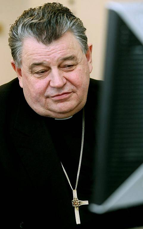 On-line rozhovor s královéhradeckým biskupem Dominikem Dukou.