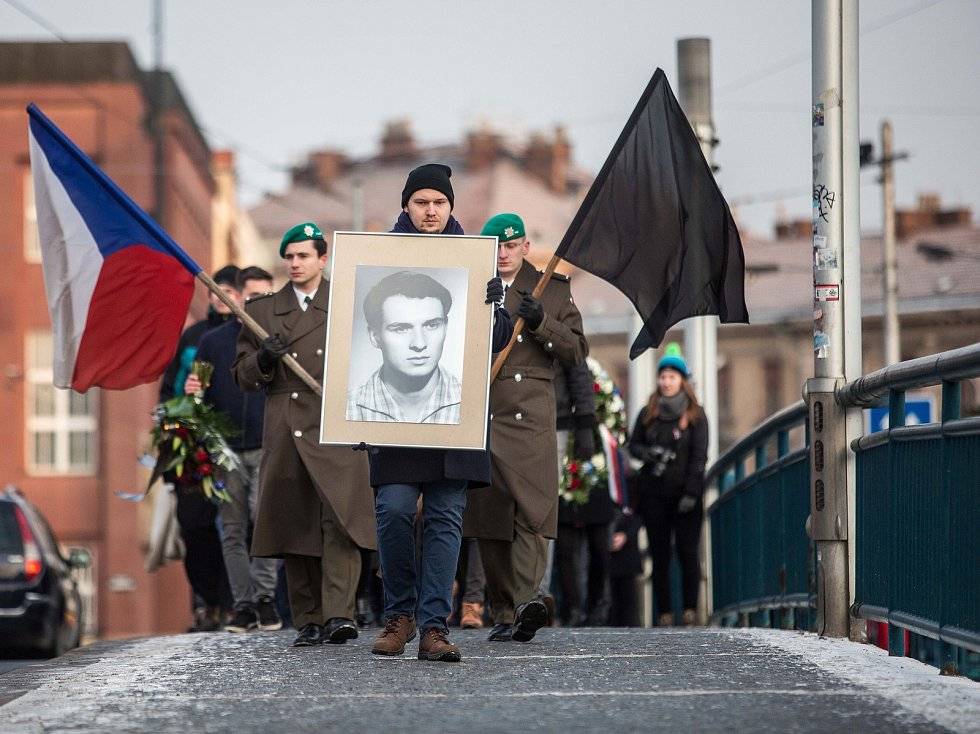 Rekonstrukce pochodu po smrti Jana Palacha v Hradci Králové.