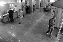 Hledaný mladý muž na kamerovém záznamu - důležitý svědek?