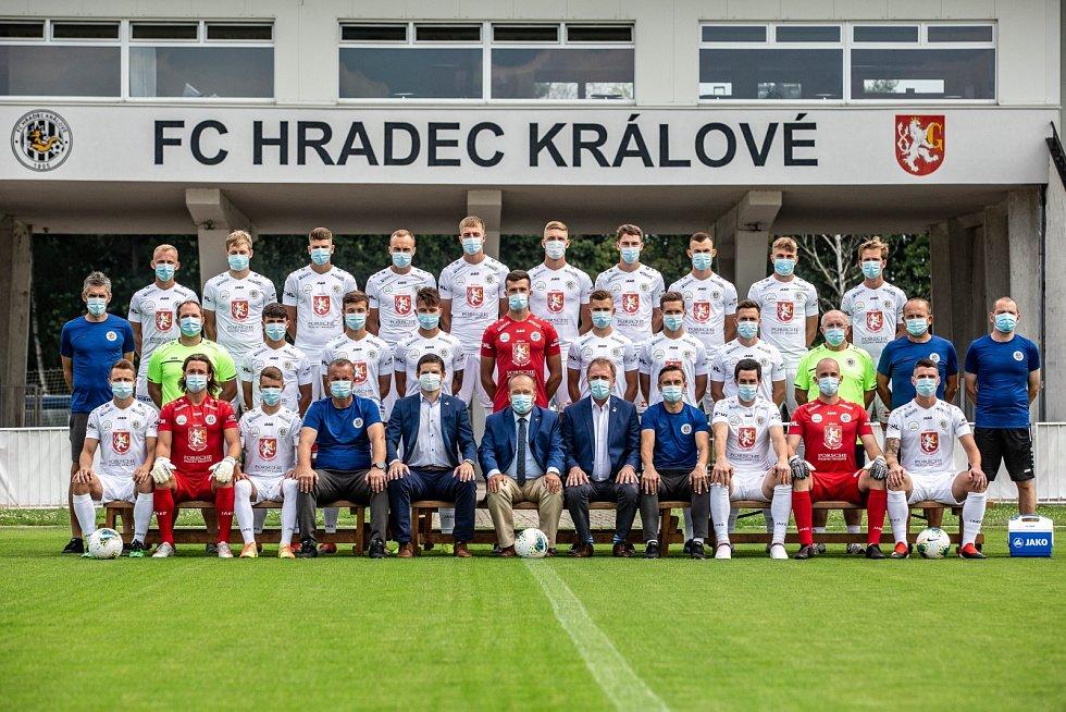 CESTA ZA TITULEM. Fotbalista Jan Mejdr zmapoval ve videu postup Hradce Králové do první ligy.