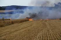 Požár strniště vkatastru mžanské části Dub.