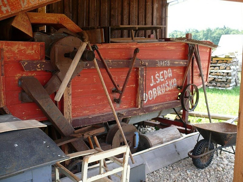 Podorlický skanzev v Krňovicích; historická zemědělská technika
