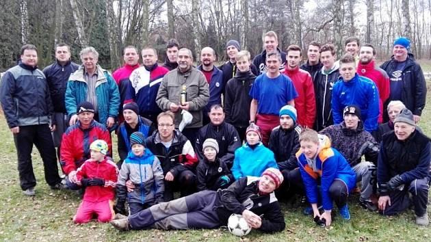 Účastníci fotbalového klání ve Všestarech.
