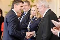 Prezident České Republiky Miloš Zeman na Pražském hradě předal pracovníkům složek IZS a ostatním oceněným Zlaté záchranářské kříže za rok 2015.