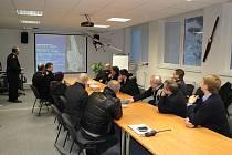 Komisaři z KHL se zajímali o provoz a zázemí na hradeckém letišti.