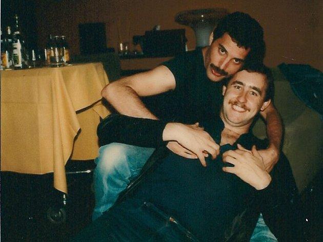 Dlouhých dvanáct let se Peter Freestone staral o blaho Freddie Mercuryho.