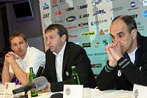 Tisková konference prvoligového fotbalového klubu FC Hradec Králové.